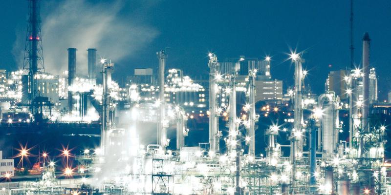 Illuminierte Raffinerie