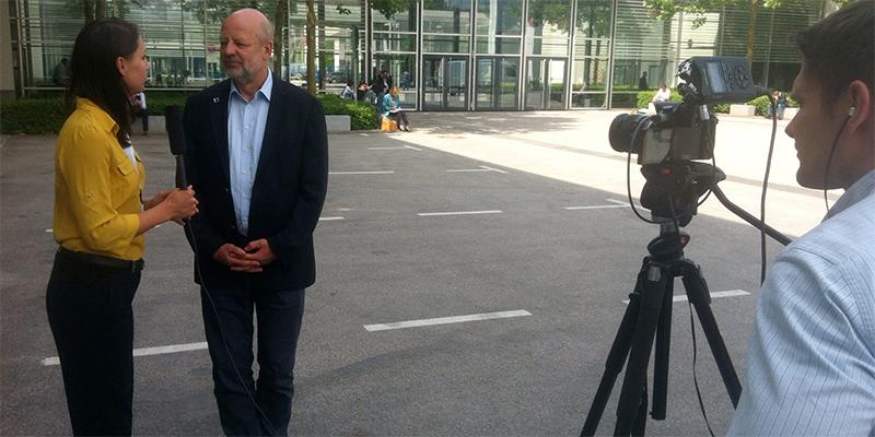 Hans-Josef Fell wird interviewt