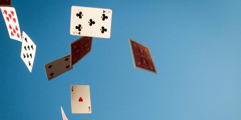 Herumfliegende Spielkarten