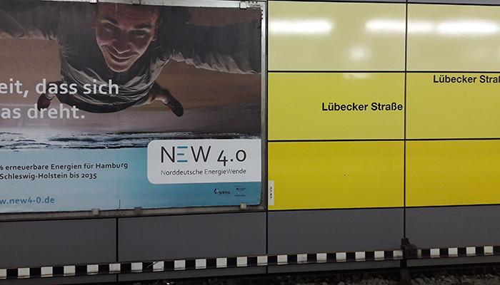 Plakat Norddeutsche Energiewende im Bahnhof