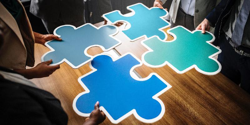 große Puzzlestücke