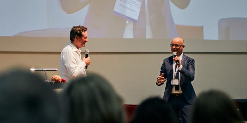 Eckart von Hirschhausen mit Karsten Schwanke auf dem K3 Klimakongress Foto: Niko Martin